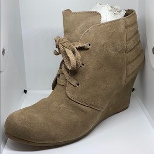 DOLCE VITA TAUPE SUEDE BOOTIE 8.5 NWT